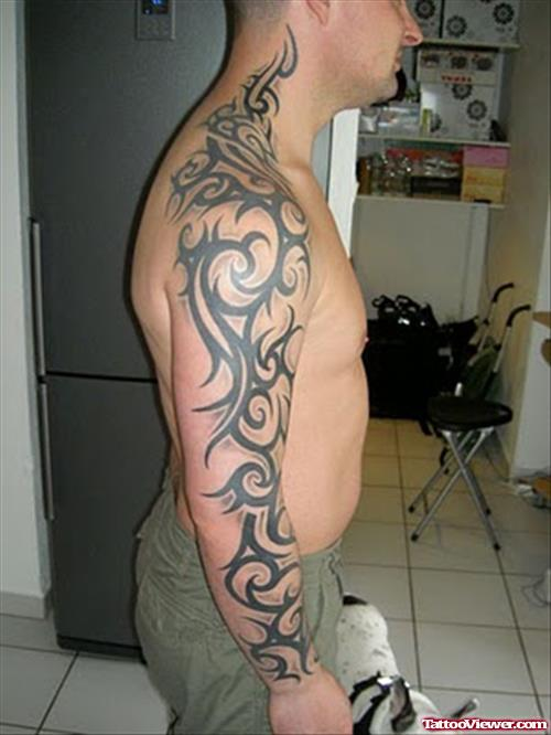 Mann tribal tattoo arm Tätowierung Unterarm