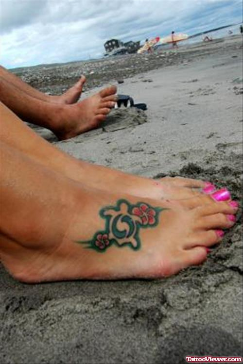 Hawaiian Tattoo On Girl Right Foot